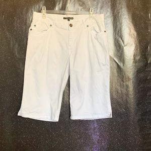Vertigo- White Capri size 31/12